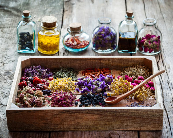 healing-herbs-in-wooden-box-and-bottles-of-tincture